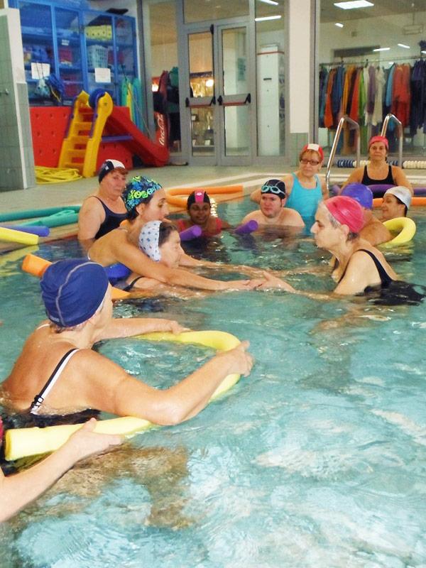 Nuoto ginnastica in acqua acqua fitness - Piscina trezzano sul naviglio nuoto libero ...